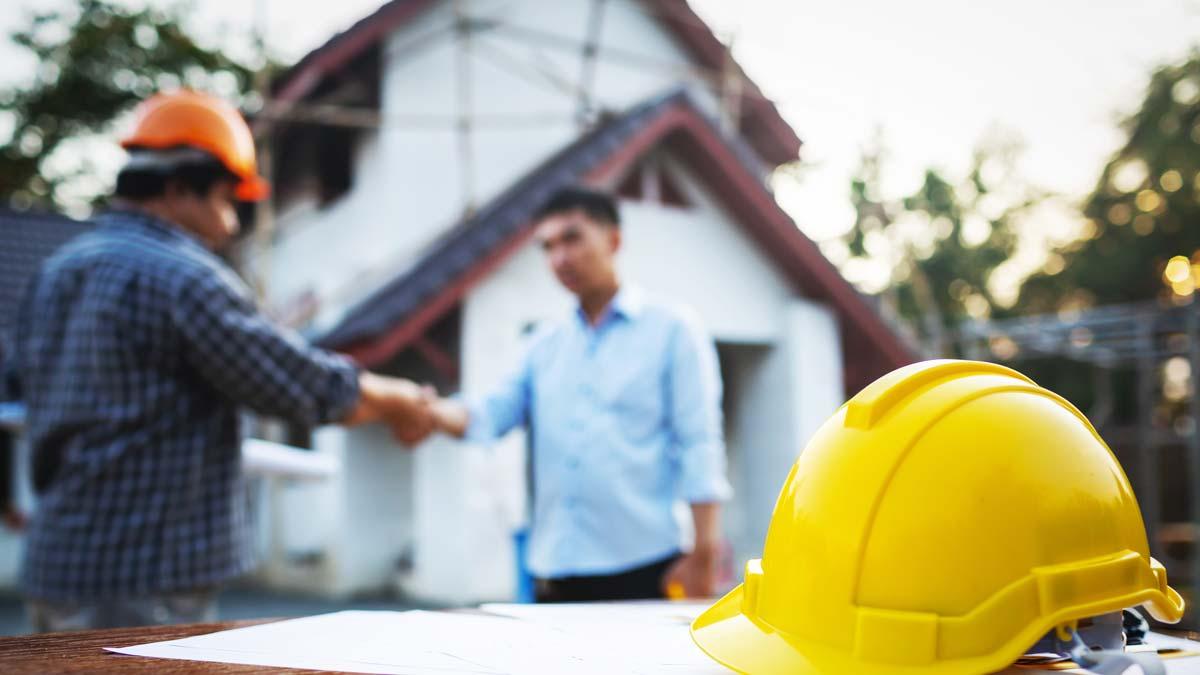 roof-contractor-homeowner